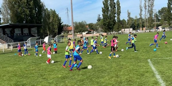 L'école du FC Pamiers sur les terrains le samedi avec du football éducatif à base de jeu, coordination et mouvements.